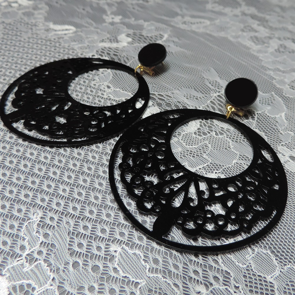 detail hoop earrings