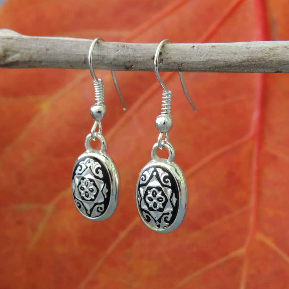 Silver damasquino hook wire earrings