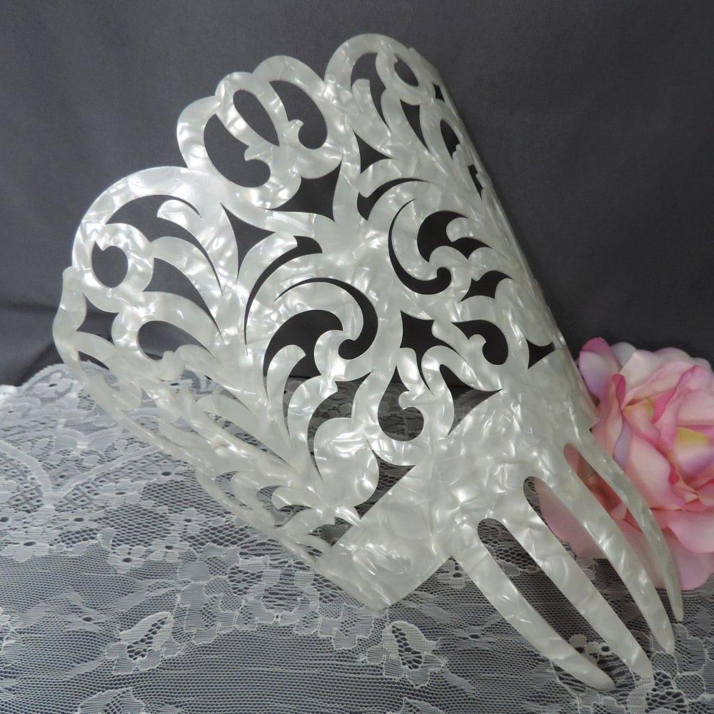 gorgeous Spanish peineta